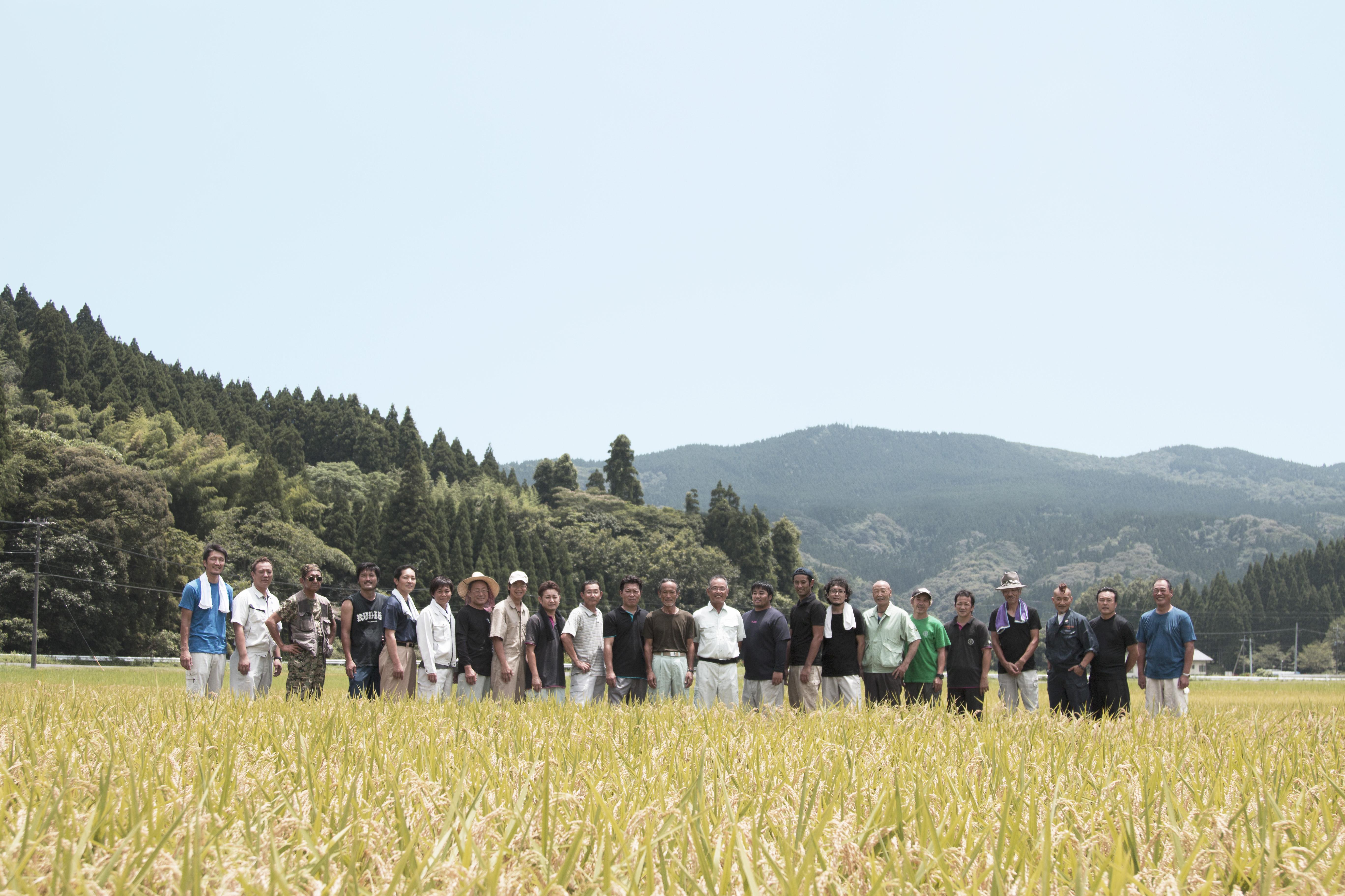 自社/契約農家がヒナを<br /> 飼育し、買取。<br /> 「生産者見える」安心